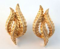 Vintage Jewelcraft Climbing Laurel Leaf Victory Clip On Earrings.